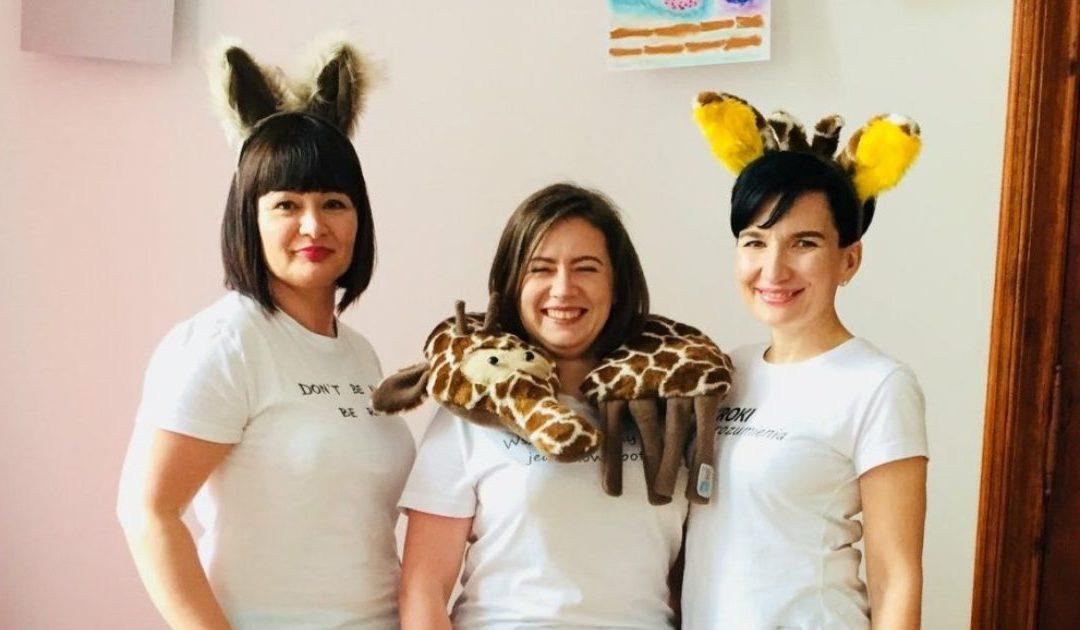 Czy wiesz, o co chodzi z szakalem i żyrafą w Twoim życiu?