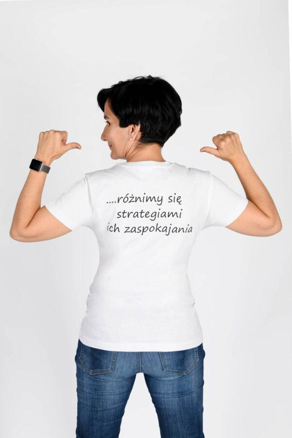 Koszulka damska Wszyscy mamy takie same potrzeby… różnimy się strategiami ich zaspokojenia